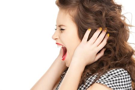 ruido: imagen de la mujer con las manos en los o�dos