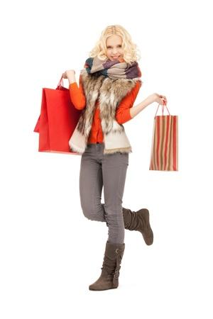 Foto de mujer encantadora con bolsas de la compra