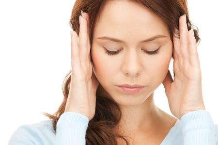 persona deprimida: brillante imagen de mujer infeliz en blanco