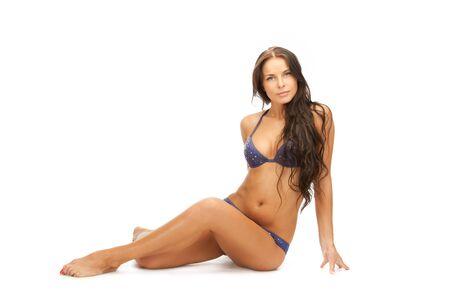 cuerpo femenino perfecto: imagen brillante de hermosa mujer en bikini