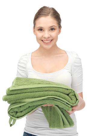 ama de casa: brillante imagen encantadora ama de casa con las toallas