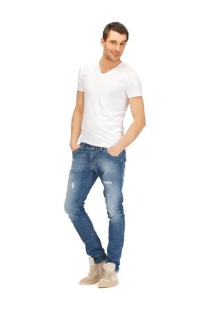 modellini: immagine luminosa di bel uomo in camicia bianca