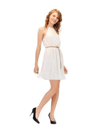 foto di bella ragazza in abito elegante