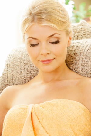 smooth skin: picture of beautiful woman in spa salon