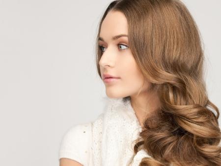 edred�n: Foto de mujer hermosa en blanco edred�n