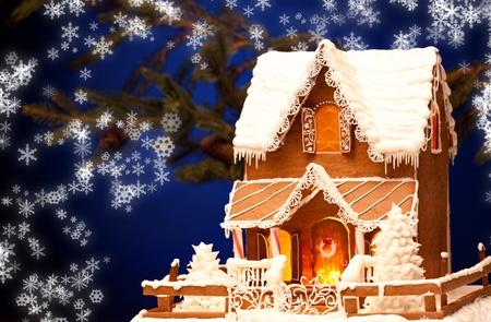 casita de dulces: imagen del pan de jengibre casa en Navidad de fondo