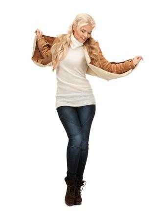 sheepskin: Foto de mujer bailando en la chaqueta de piel de oveja
