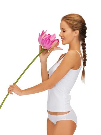 immagine luminosa di bella donna con fiore di loto
