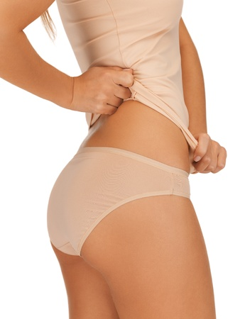 femme en sous vetements: Gros plan image de la femme dans undrewear coton beige montrant concept minceur
