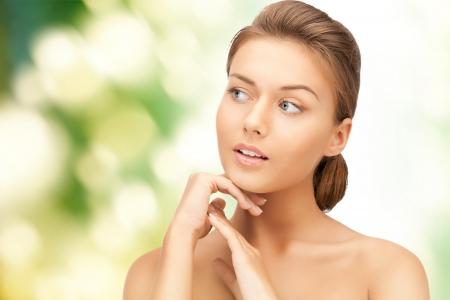 mooie vrouwen: heldere close-up portret foto van mooie vrouw