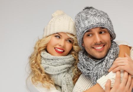 fille pull: image lumineuse de couple famille dans un des v�tements d'hiver