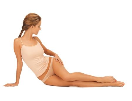 piernas mujer: hermosa mujer en ropa interior de algodón tocar sus piernas Foto de archivo