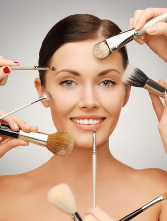 schöne frauen: closeup Porträt Bild der schönen Frau mit Pinsel