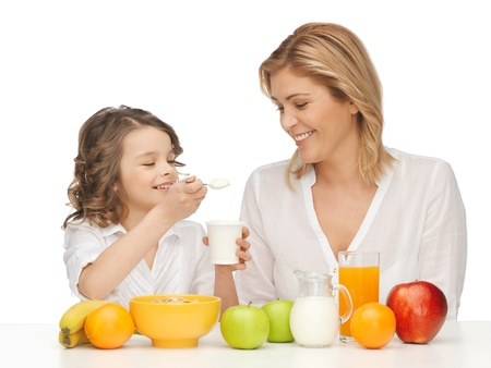 pre adult: picture of mother and daughter with healthy breakfast