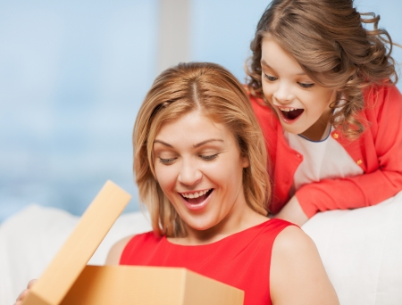 pre adult: picture of mother and daughter with box Stock Photo