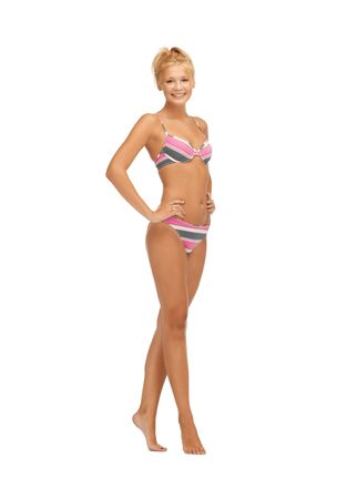 pieds nus femme: image lumineuse de belle femme aux pieds nus en bikini