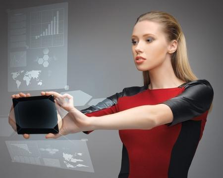 imagen brillante de mujer futurista con tablet pc