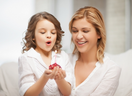 picture of mother and daughter with cupcake Stock Photo - 18160978