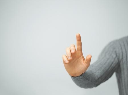 empujando: brillante imagen de hombre pulsando el bot�n imaginario