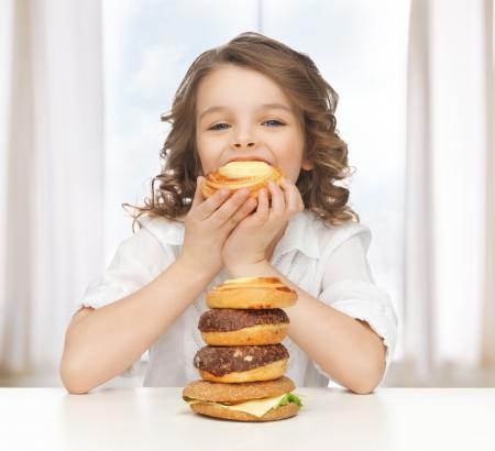 nice food: картина красивая девушка с фаст-фудом