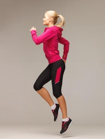ropa deportiva: Foto de mujer hermosa deportivo correr o saltar
