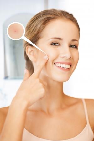 piel: Primer plano de imagen brillante retrato de una mujer hermosa