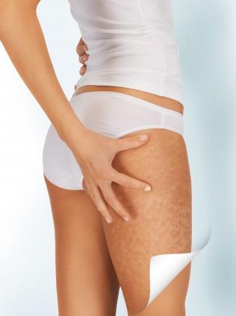 regeneration: immagine della donna in biancheria intima di cotone mostrando buon concetto pelle