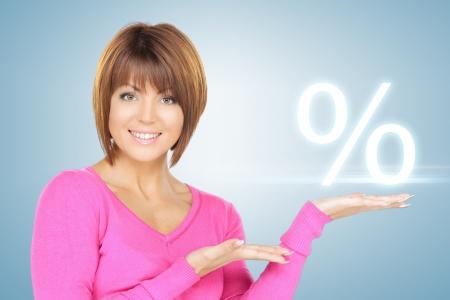 beeld van de vrouw teken van procent in haar hand Stockfoto