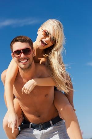 bahamas: beeld van de gelukkige paar plezier op het strand Stockfoto