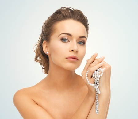 pearl necklace: beautiful woman wearing pearl earrings and necklace Stock Photo