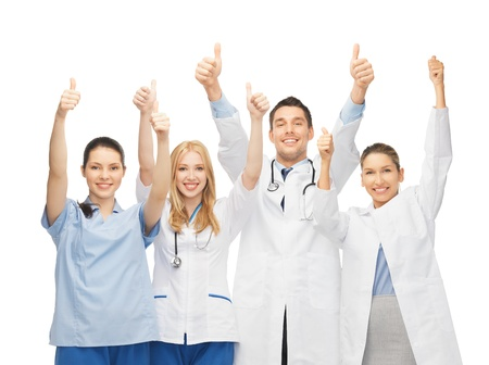 personal medico: equipo joven, profesional o grupo de médicos que muestran los pulgares para arriba Foto de archivo
