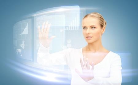 sci: imagen de atractiva empresaria tocar la pantalla virtual