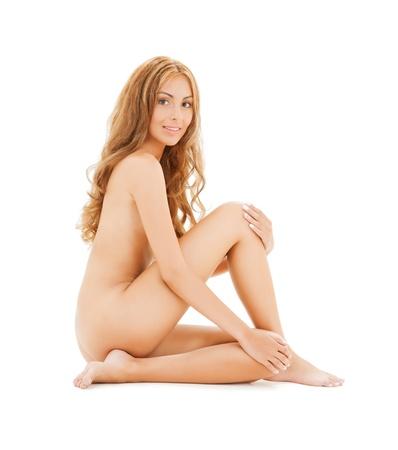 mujer desnuda sentada: Foto de atractiva mujer desnuda con el pelo largo que se sienta en el suelo
