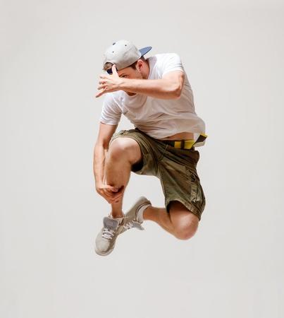 bailarin hombre: imagen del bailarín que salta en el aire