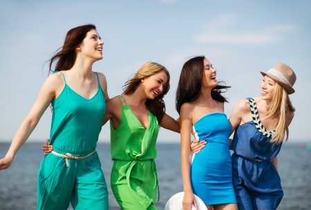 friends party: summer holidays and vacation - girls walking on the beach Stock Photo