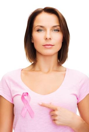 beaux seins: la sant�, la m�decine et la poitrine concept de cancer - femme avec le ruban rose de cancer