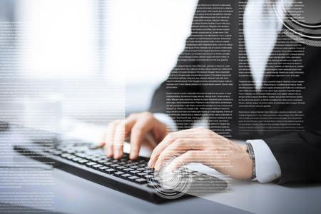 ビジネス、教育および技術のコンセプト - 男の手のキーボードで入力します。