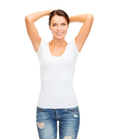 t シャツ デザイン コンセプト - 空白の白い t シャツの女性の笑みを浮かべて 写真素材