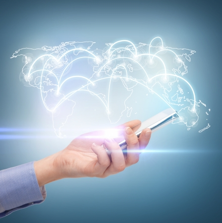 비즈니스, 기술, 인터넷 및 네트워킹 개념 - 스마트 폰 및 가상 화면 여자 손 스톡 콘텐츠