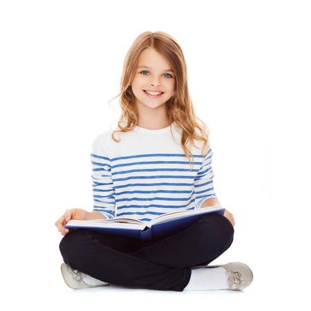教育と学校のコンセプト - 勉強して、本を読んでほとんどの学生の女の子 写真素材
