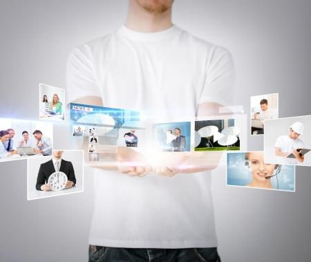 仮想スクリーンを持つ男の手の技術、インターネット、テレビおよびニュースの概念- 写真素材