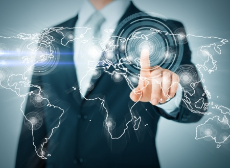 business, technologie, internet en netwerken concept - zakenman knop te drukken met contact op virtuele schermen Stockfoto