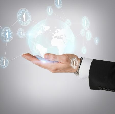 affaires, technologie, Internet et le concept de réseau - homme tenant la main hologramme avec un globe terrestre et contacts Banque d'images