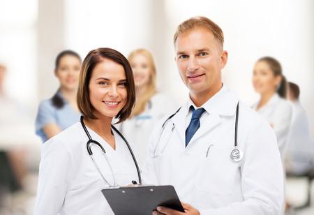 grupo de doctores: la salud y el concepto m�dico - dos m�dicos con estetoscopios