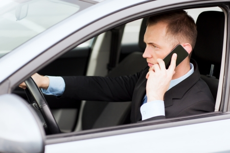 auto accident: transportation and vehicle concept - man using phone while driving the car