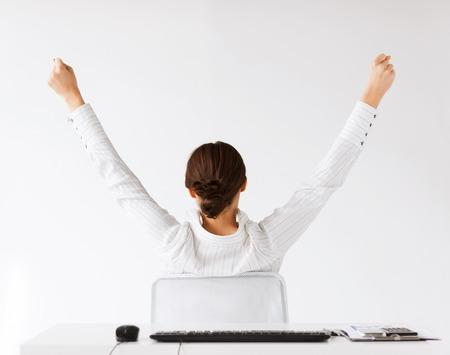 ビジネス、オフィス、勝利、達成および教育コンセプト - 後ろから上げられた手と女性 写真素材