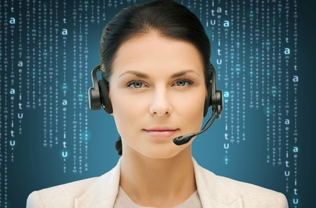 negocio, oficina, tecnología, futuro, concepto - operador amistoso línea de ayuda de las mujeres