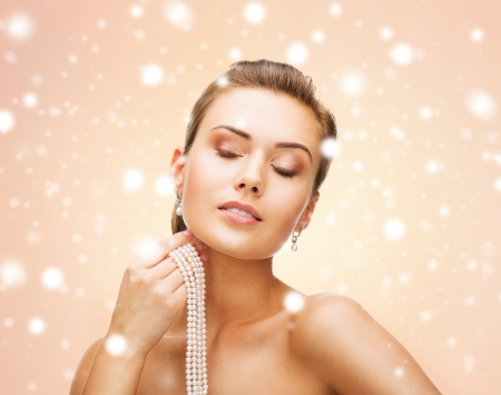 string of pearls: beauty and jewelery concept - beautiful woman with pearl earrings and necklace Stock Photo