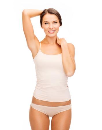 健康と美容のコンセプト - ベージュ綿の下着で美しい女性