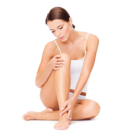 femme sous vetements: la santé et le concept de beauté - belle femme en sous-vêtements de coton blanc